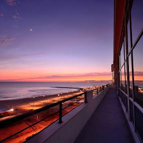 Sunset reflex... by Rui Catarino - Buildings & Architecture Office Buildings & Hotels ( reflexo, hotel costa da caparica, beach )