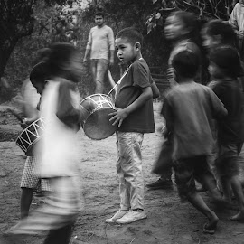 The entertainer by Kalpa Pran Patowary - Uncategorized All Uncategorized ( #portrait, #slowshutter, #picnic, #canon, #black white,  )