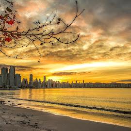 Sunset in Camboriu Beach by Rqserra Henrique - Landscapes Beaches ( clouds, brazil, sunset, rqserra, camboriu, colorfull, beach )