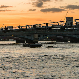 millenium bridge by Jürgen Sprengart - Buildings & Architecture Bridges & Suspended Structures ( london, sunrise, millenium bridge )