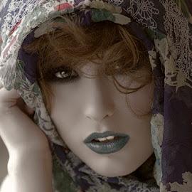 Shawny by Alistair Cowin - People Portraits of Women