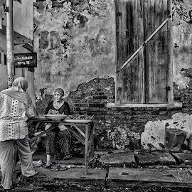 Transaction by Alex Zwan - People Street & Candids