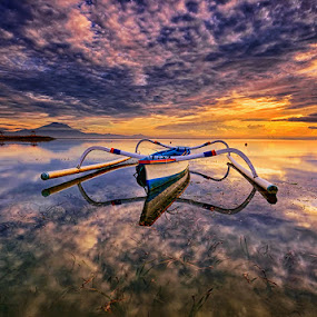 A Full Stop by Hendri Suhandi - Landscapes Sunsets & Sunrises ( bali, sanur, beach, sunrise )