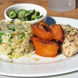 Family meal by Hendriette Reyneke - Food & Drink Plated Food