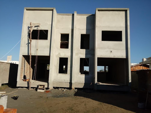 Sobrado à Venda para dar continuidade na Obra. Projeto com 3 dormitórios, 250 m² por R$ 400.000 - Centro - Tijucas/SC