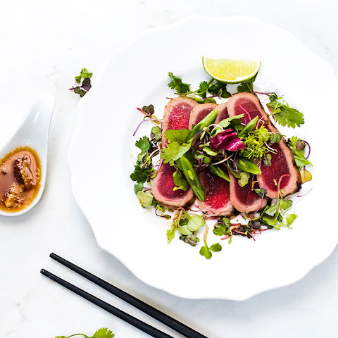 Seared Ahi Tuna with Mixed Greens and Asian Citrus Vinaigrette Salad Dressing
