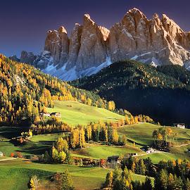 Santa Magdalena et les Dolomites by Gérard CHATENET - Landscapes Mountains & Hills