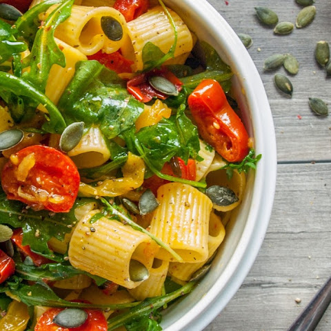 Pasta with Bell Pepper Sauce, Tomatoes and Arugula