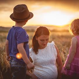 Pregnency by Mali Jimmy Iz Susjedstva - People Maternity