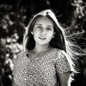 Marina by Sergey Kuznetsov - Black & White Portraits & People ( beauty, model, girl, summer, posing )