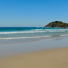 Winters Day - Cabarita, Australia by Di Mc - Novices Only Landscapes ( sky, waves, sea, ocean, wayter, beach, perfect, rocks,  )