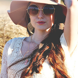 Hippy Girl by Molly Chalfin - People Fashion ( hippy )