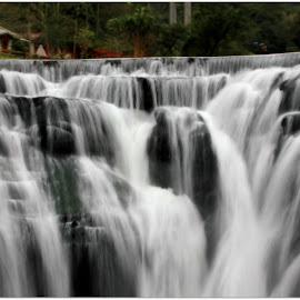 by Shrinivas Rodd - Nature Up Close Water