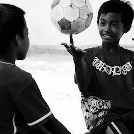 Let's Play Spinner by Ferdinand Ludo - Babies & Children Children Candids ( hanging out, cebu city, bantayan island, beach boys )