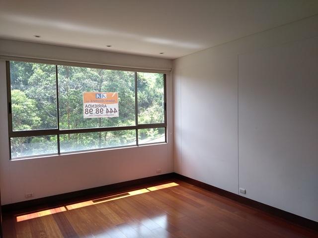 apartamento en arriendo el tesoro 594-5252