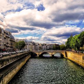 Paris vista by Giada Reccardini - City,  Street & Park  Vistas