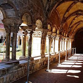 Le chemin du cloître by Gérard CHATENET - Buildings & Architecture Places of Worship