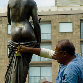 How many fought for this job? by Mw C - Buildings & Architecture Statues & Monuments