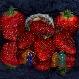 strawberrys with the cake by LADOCKi Elvira - Food & Drink Fruits & Vegetables