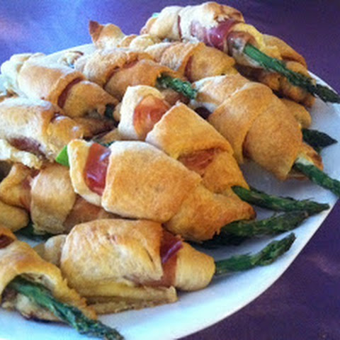 Pillsbury Crescent Wrapped Asparagus Rolls with Prosciutto & Cheese