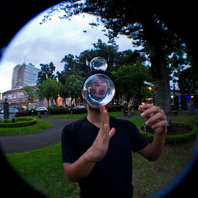 Siqueiros by Andro Zeledón - People Street & Candids ( public park, street portrait, juggling, park, crystal ball, street, contact juggling, acrylic ball, fish eye, young, man, portrait )