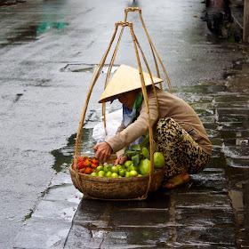 Fruit seller Hoi An.jpg