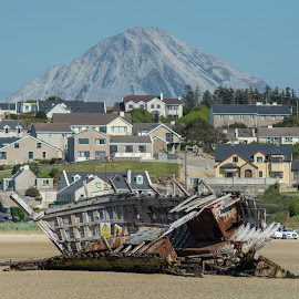 Bunbeg Wreck (Bád Eddie's) by Malcolm Hough - Transportation Boats