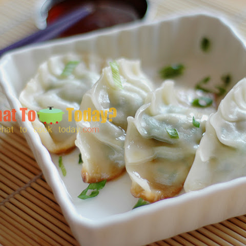 GYOZA/ JAPANESE PAN-FRIED DUMPLINGS (35-40 dumplings)
