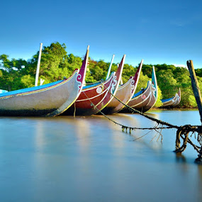 Berbaris by Agus Devayana - Transportation Boats