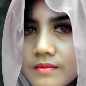 .: Sang Dara :. by Garenk Ulunger - People Portraits of Women