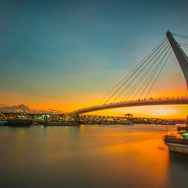 流水覆金黃,秋風晚更涼;思念隨橋過,回憶留心底 by Gary Lu - Buildings & Architecture Bridges & Suspended Structures ( gary lu, bridge )