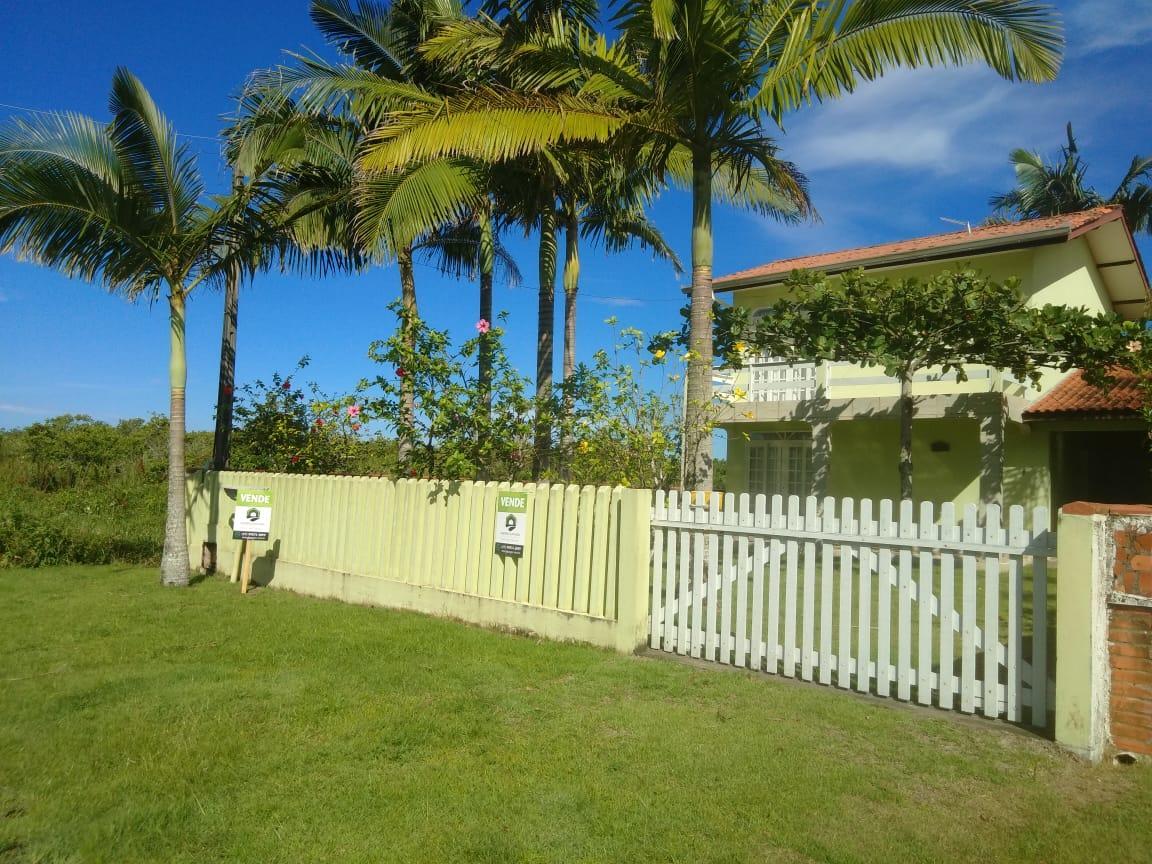 Sobrado com 4 dormitórios na quadra do mar à venda, 127 m² por R$ 0 - Praia Das Palmeiras - Itapoá/SC