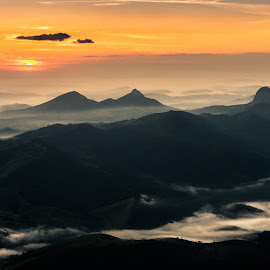 Sunrise at 2,293 m  by Jacques Funke - Landscapes Mountains & Hills ( brazil, hills, mountains, sunrise )