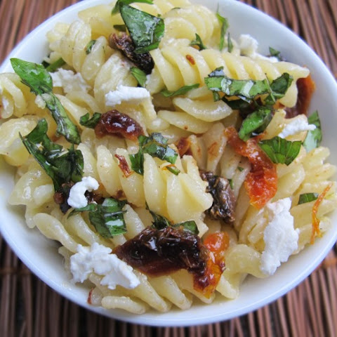 Pasta with Basil, Sun-Dried Tomatoes and Goat Cheese