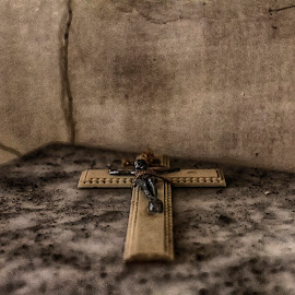 In you I delegate my faith and give my hope ... by Paulo Faria - Artistic Objects Antiques
