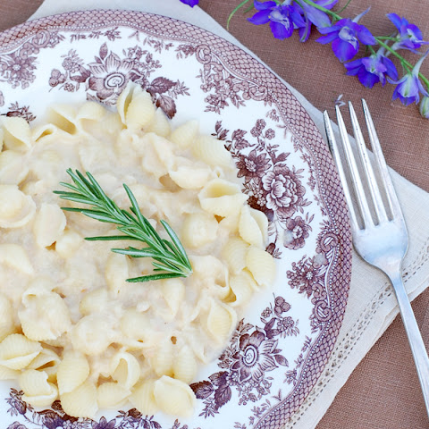 Pasta with White Bean Alfredo Sauce