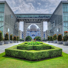 Istana Kehakiman by Zulkifli Yusof - Buildings & Architecture Office Buildings & Hotels