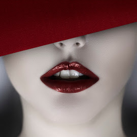 Red portrait by Cristiano Mossmann - People Fashion ( #portrait #red #portraitfashion #fashion #style )