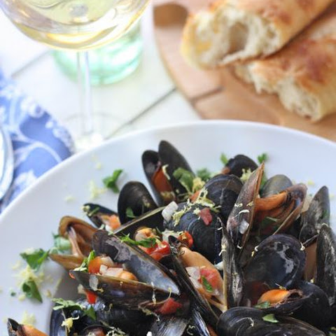 Restaurant Style Mussels With Garlic Wine Sauce