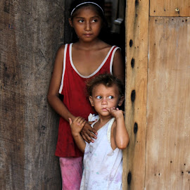 Courageously Living by Brittany Stewart - Babies & Children Children Candids ( home, girls, sisters, hermanas, poverty, amapala, casino, chicas, portrait, honduras, island )