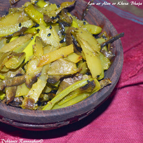 Lau ar Aloo er Khosa Bhaja | Stir-Fried Bottle Gourd and Potato Skin/ Peel |