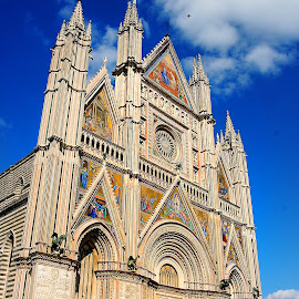 Italie - Façade de la cathédrale d'Orvieto by Gérard CHATENET - Buildings & Architecture Places of Worship