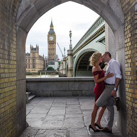 Love is in the air by Gábor Kallós - People Couples ( kiss, kissing, red, couple, big ben )