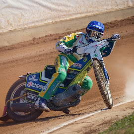 Just a milimeter by Jiri Cetkovsky - Sports & Fitness Motorsports ( golden helmet, speedway, motorcycle, pardubice, race )
