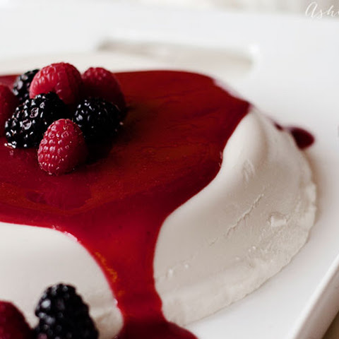 Easy Coulis recipe - dessert berry sauce