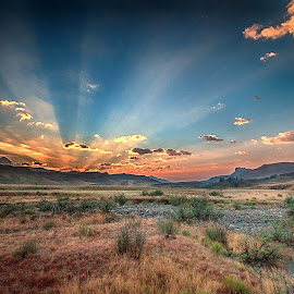 Drakensberg sunrise. by Mike Morgan - Landscapes Sunsets & Sunrises