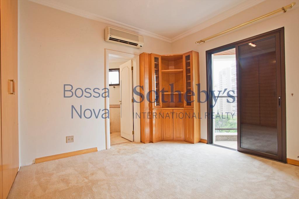 Ótimo apartamento em rua calma e arborizada