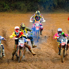 One Leg Out! by Marco Bertamé - Sports & Fitness Motorsports ( leg, mud, rainy, motocross, clumps, departure, race, crowded, competition )
