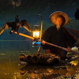 Cormorant Fisherman by Thomas Larkin - People Street & Candids ( cormorant, li river, cormorant fisherman, fisherman, guilin, china )