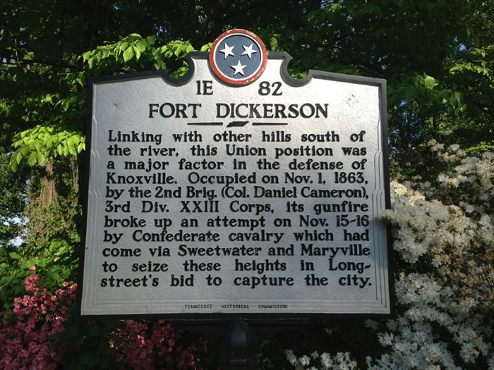 1E 82FORT DICKERSONLinking with other hills south ofthe river, this Union position wasa major factor in the defense ofKnoxville. Occupied on Nov. 1, 1863,by the 2nd Brig. (Col. Daniel Cameron),3rd ...